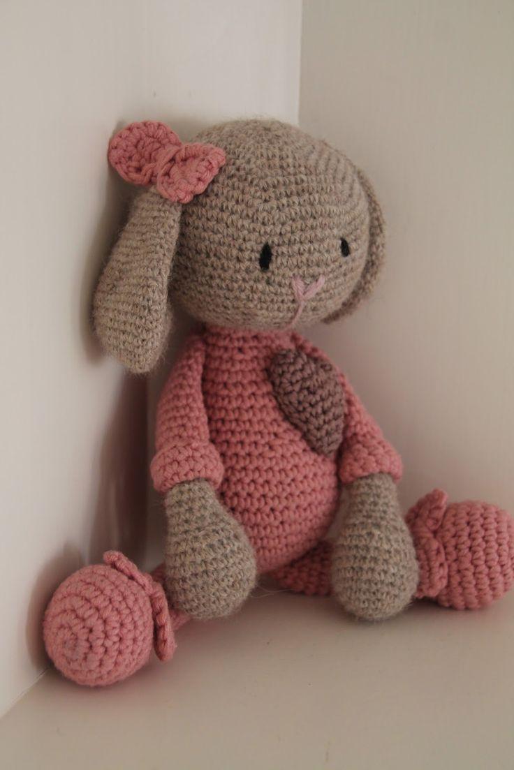 En trött liten kanin i sin rosa pyjamas,   behöver jag säga att min lilla flicka är överförtjust?   Kaniner...