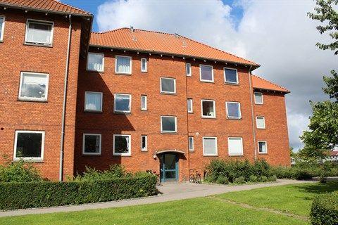 Skodsborgvej 322, 1. th., 2850 Nærum - Skøn lejlighed med altan #nærum #ejerlejlighed #boligsalg #selvsalg