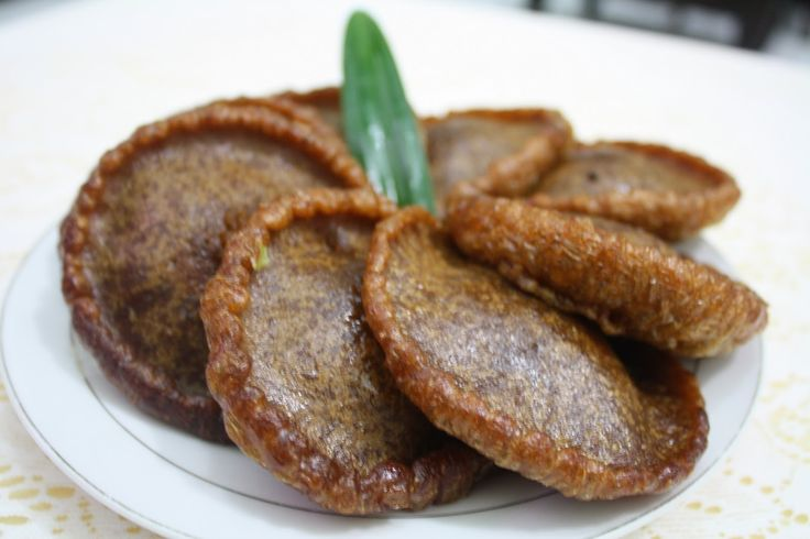 Kue cucur, pancake made of fried rice flour batter and coconut sugar.