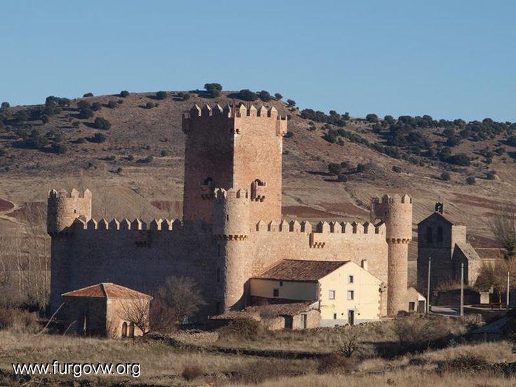 CASTLES OF SPAIN - El castillo de Guijosa o castillo de don Íñigo López de Orozco fortificación, emplazada en la localidad de Guijosa, municipio de Sigüenza (provincia de Guadalajara, Castilla-La Mancha). Está compuesto de una gran torre central con ventanas, balcones y matacanes; rodeada de un recinto cuadrado rematado de almenas. Un detalle heráldico junto a la puerta indica que fue construido por Íñigo López de Orozco hacia mediados del siglo xv.