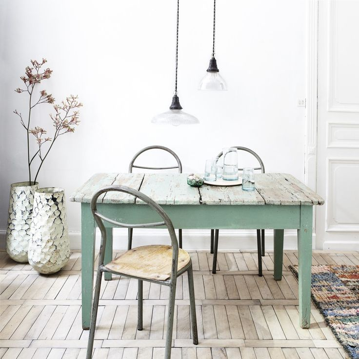 Table vert clair   vintage light green table and chairs.