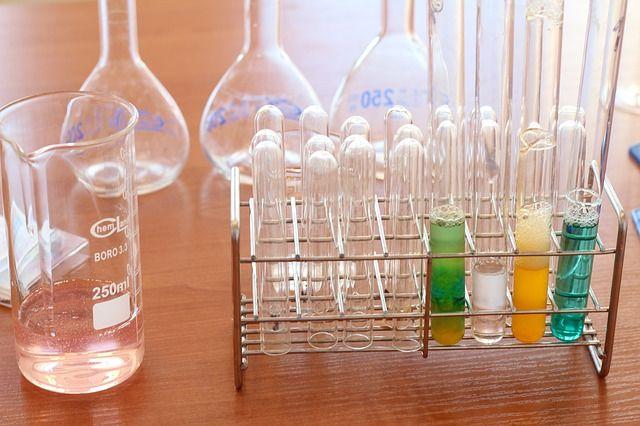 Tubos de ensayos, Gradilla, Matraces y vasos precicipitados