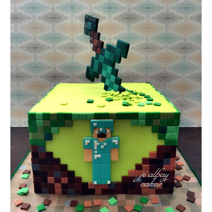 #minecraft #cake with diamond sword