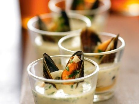 Mussels cooked in beer with fennel