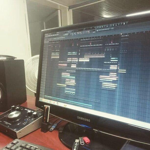 Nuestro amigo @rash_sanchez  nos envía un aporte donde nos muestra un poco como trabaja en el #FLStudio !!  Síguenos:   @Atopemusic  @portaldedjsoficial . Envia tus aportes al DM y etiqueta a tus amigos en comentarios ___________ ___________ ___________ ___________ ___________  #Atopemusic #PortaldeDjsOficial #Acarigua #Venezuela #InstaDjs #Producers #Techno #House #EDM #Festival #Reggaeton #instadaily #siguemeytesigo #followme #tags4likes #f4f #Salsa #Merengue #Turntable #Amplifier #Club…