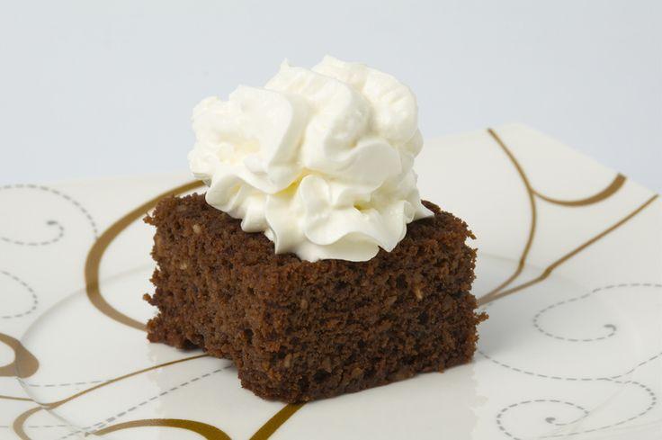 Placek czekoladowy bardzo pijany i w białym kapeluszu
