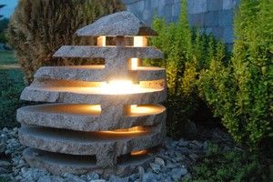 Gartenlampe aus Findlingsmonolith Hoehe 60-80 cm, ohne Beleuchtung, diverse Farben und Formen