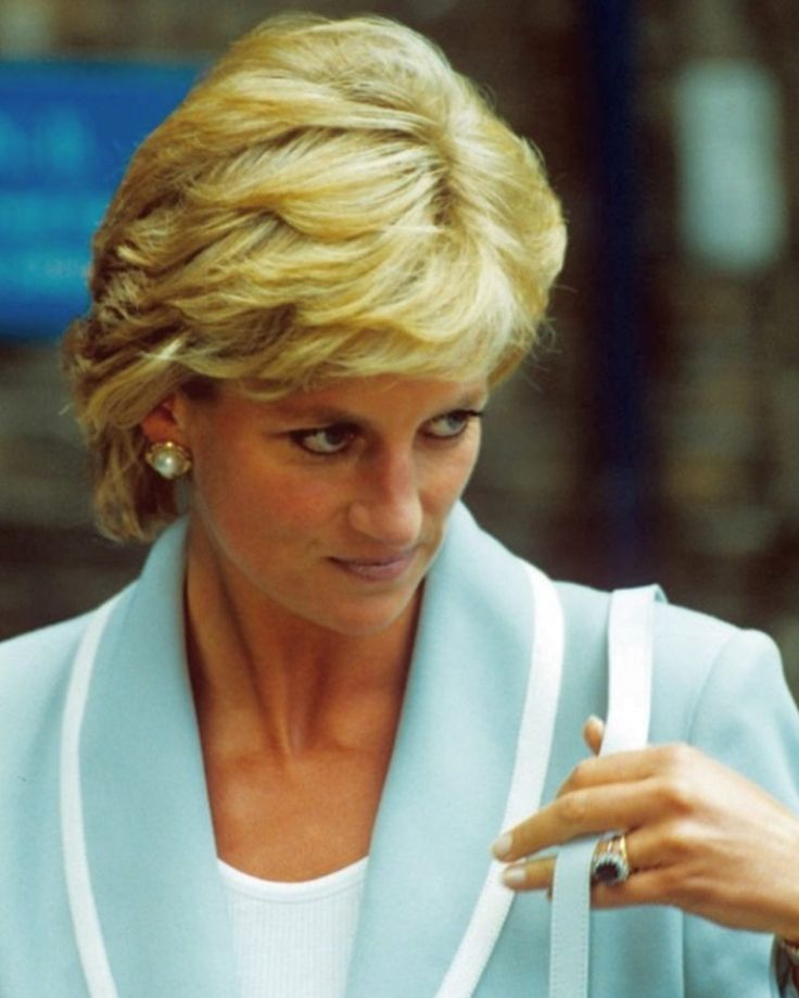 August 28, 1996 Princess Diana visits The English National Ballet Headquarters in London, on the day her divorce from Prince Charles became final after 15 years of marriage