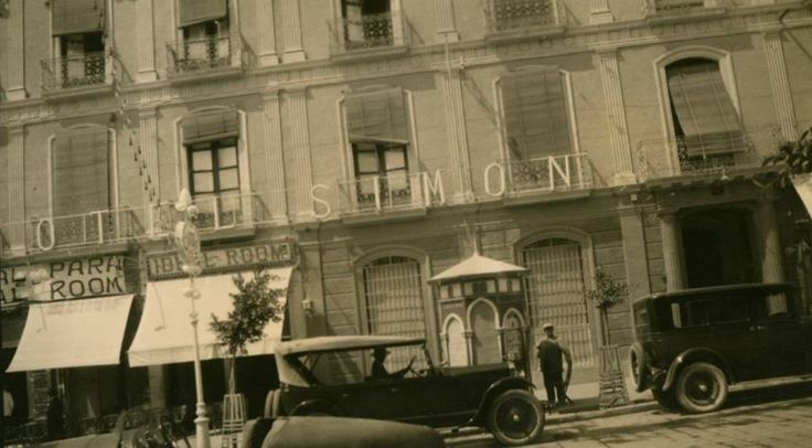 Hotel Simón, situado en Paseo de Almería, a 100 metros de la Puerta Purchena (donde está el actual supermercado (Carrefour Express).