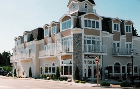 THE LIGHTHOUSE RESTAURANT and LOUNGE in Mackinaw City