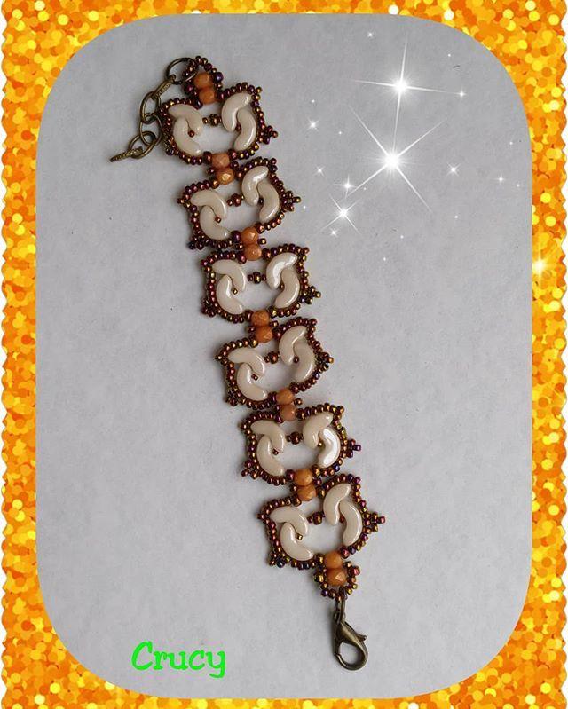 #hechoamano #pulsera #bracelet #ellad2 #rocalla #miyuki #pucabeads #arcos #vidrio #bronce #crema #bisuteriaartesanal #trabajoartesano #fetama #crucyart #zamora #fetama #pasionporloquehago #relax #eleganciaysencillez #joyeriaartesanal #handmadejewelery #casualjewelry #jewelry #fashionstyle #artisanwork #perlesandco #happynight #feliznoche🌙
