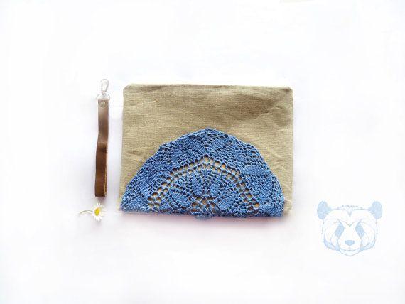 Crochet linen pouch  purse  ipad sleeve  zippered by dawnaparis, €30.00