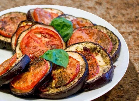 Bakłażan zapiekany z pomidorami