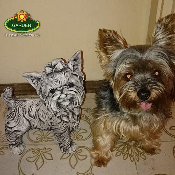 Ezt a fotót a kedves vásárlónk küldte vissza nekünk! Nagyon köszönjük és örülünk, hogy a kis kutya megbarátkozott a szoborral :-)
