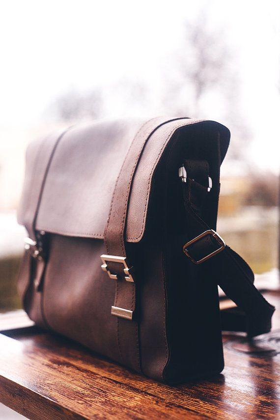 Fullgrain leather Messenger bag. Sturdy pure by TropaeisLeather