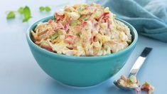 En kremet kyllingsalat kan brukes som pålegg, i matpakka, på en buffet eller som en forrett. Har du kyllingkjøtt til overs, er dette en smakfull måte å bruke det på.