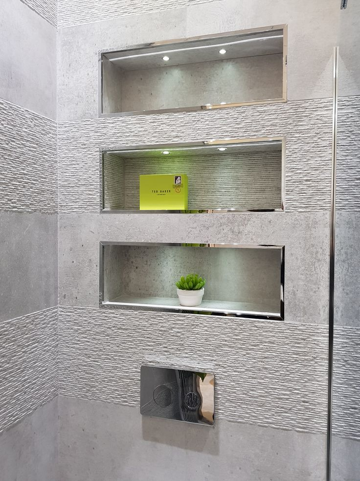 Recesses within depth of wall for ornaments or toiletries. – Hausbau