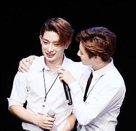 Na qual Hoseok vai a um pequeno concerto do namorado de seu amigo Joo… #fanfic # Fanfic # amreading # books # wattpad