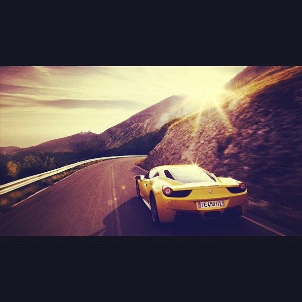 Ferrari F40 cruising the route 66