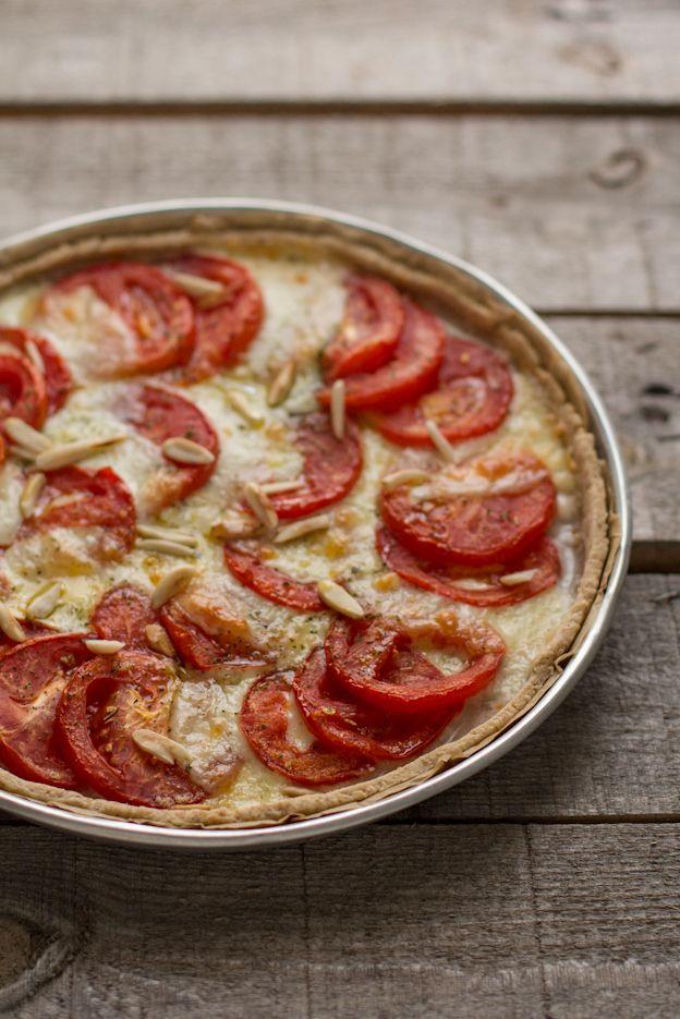 - VANIGLIA - storie di cucina: Tomato tarte | Tarte semi-integrale con pomodori, mozzarella e mandorle