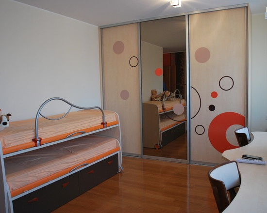 Closets con puertas móviles: Kids Bedrooms, Evelina Burinskien, Doors Ideas, Kids Playrooms, Photos Kids, Kids Closet, Great Ideas, Wardrobes Ideas, Beds Design