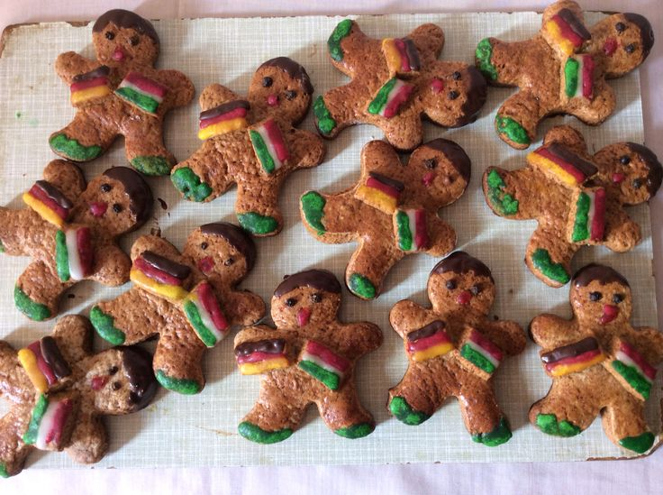 "Themed gingerbread figures: ""German-Hungarian friendship"""