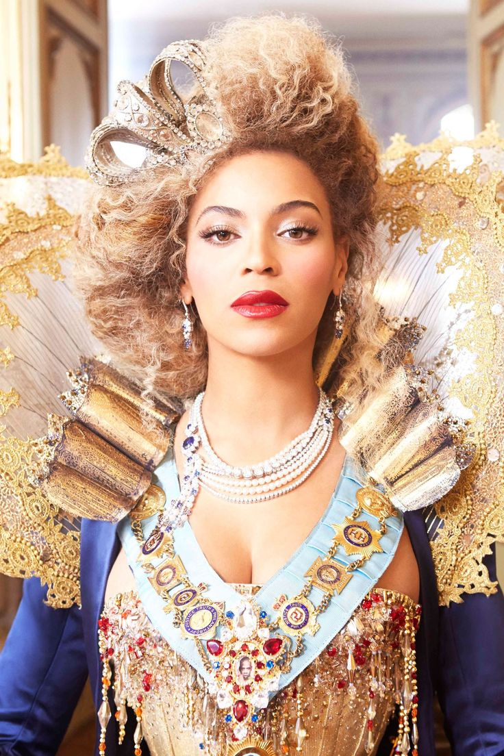 FEBRUARY 2013 - She wore an Elizabethan-style up-do with a crown in an O2 Priority advert for her Mrs. Carter Show World Tour.
