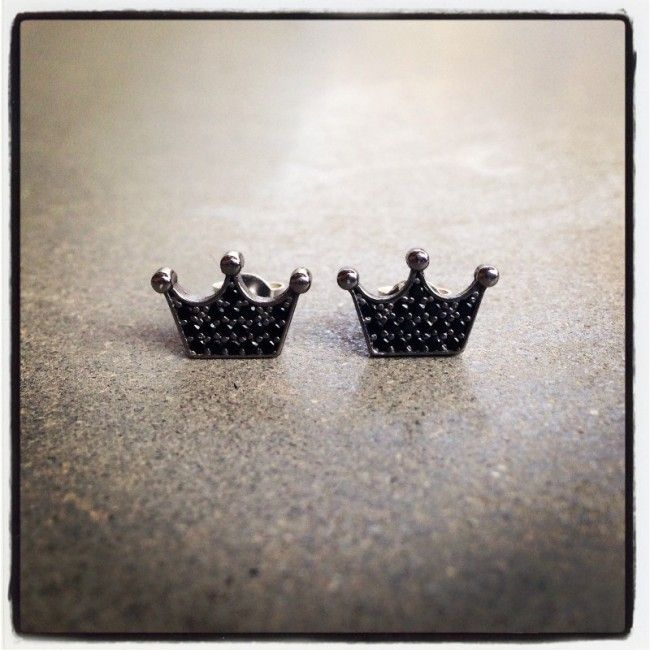 Crown earrings as the company logo with spinel stones Price: 26€