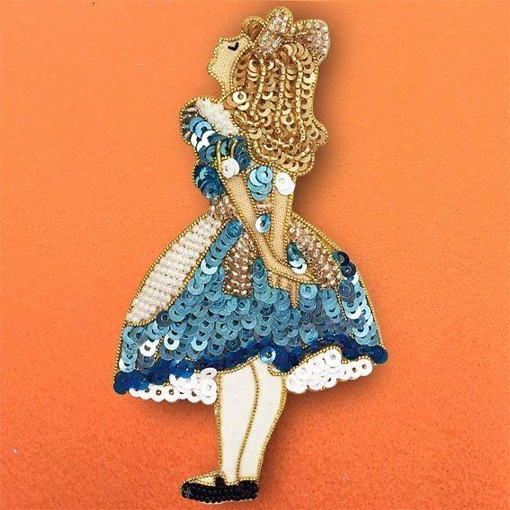 #AlicesAdventuresInWanderland #WhiteRabbit #Charm #hamdmade #accessory #beads #bead #embroidery #sequin #swarovski #brooch #cute #pretty #不思議の国のアリス #白うさぎ #アクセサリー #ファッション #ビーズ #ビーズ刺繍 #手作り #スパンコール #刺繍 #チャーム