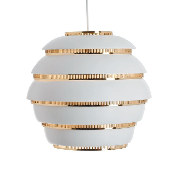 A331 Beehive, taklampa från Artek. Lampan formgavs för Jyväskylä Universitet år 1953 av alltid lika formsäkre Alvar Aalto. Denna dekorativa lampa har sedan dess kommit att bli en av Arteks mest populära armaturer.