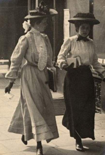 Η εξέλιξη της μόδας από το 1900 έως το 2000 Σημαίνει Όμορφη Εποχή.
