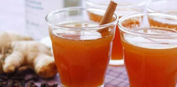 """Para deixar a sua festa junina mais completa, não poderia faltar a tradicional receita gaúcha. O quentão vai deixar os """"Homi"""" tudo alegre e as """"muierada"""" soltinha. Como fazer Quentão tradicional, receitas juninas"""