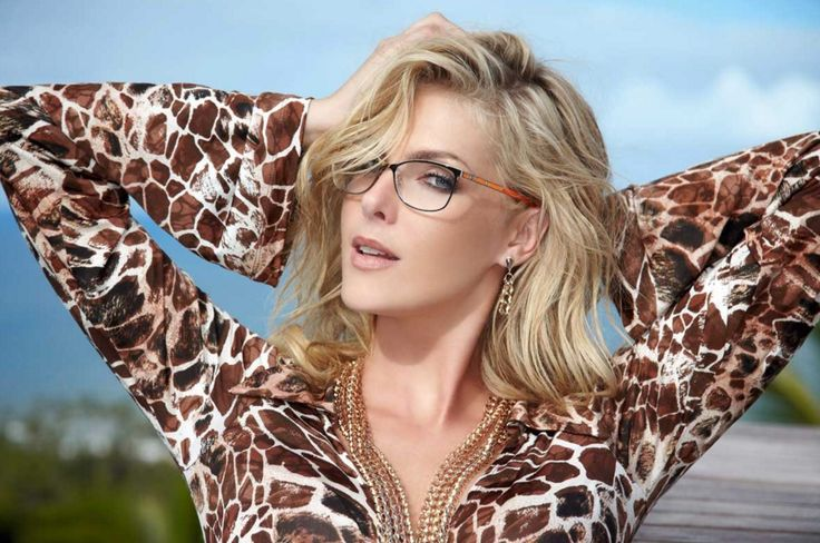 Ana Hickmann! #eyewear #glasses #stylishwomen Facebook: OpticalHouse Twitter: @OpticalHouseGen Instagram: @OpticalHouseGen