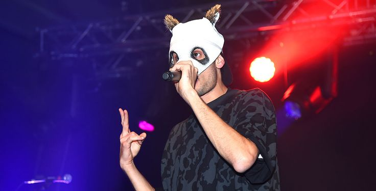 """""""Unsere Zeit ist jetzt"""" - Am 6. Oktober ist Cro, im Kinofilm """"Unsere Zeit ist jetzt"""" zu sehen. Immer noch mit Maske, spielt der Rapper sich selbst."""