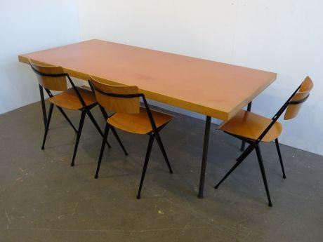 Esstisch Designer Aermo Werksentwurf Hersteller Aermo Entwurf 1964  Beschrieb Esstisch, Beine Metall, Platte Holz