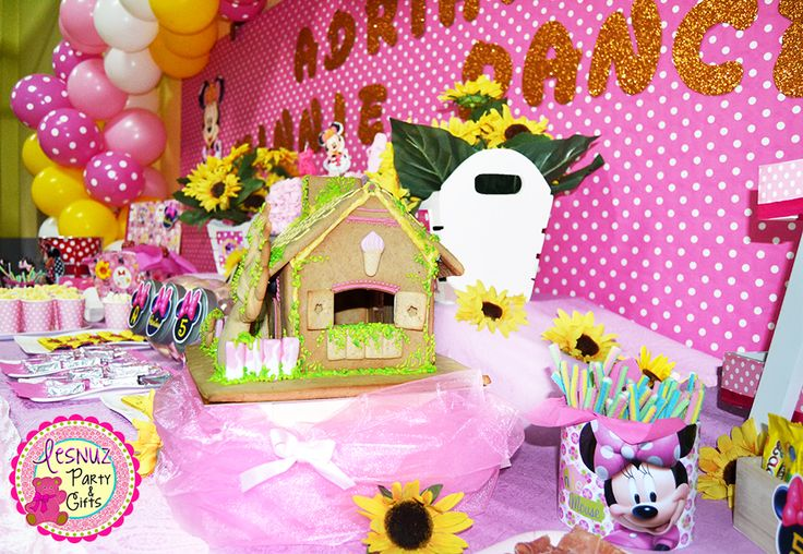 Cumpleaños Minnie Mouse casita galleta Lesnuzparty - Minnie Mouse birthday themed cookie house