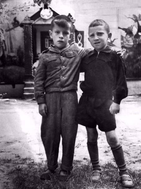 Справа— Владимир Высоцкий, 1947 — Фотографии из прошлого