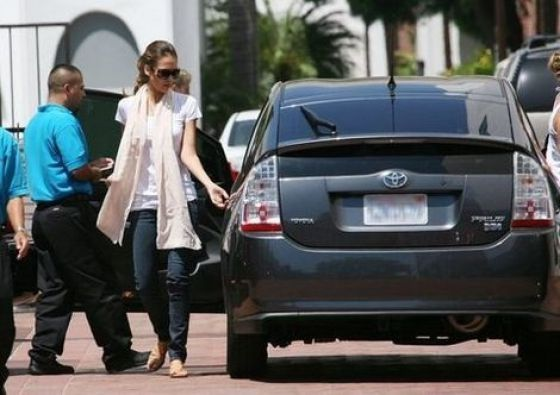 Jessica Alba and her Toyota Prius. Celebs drive eco friendly rides. #prius #toyota