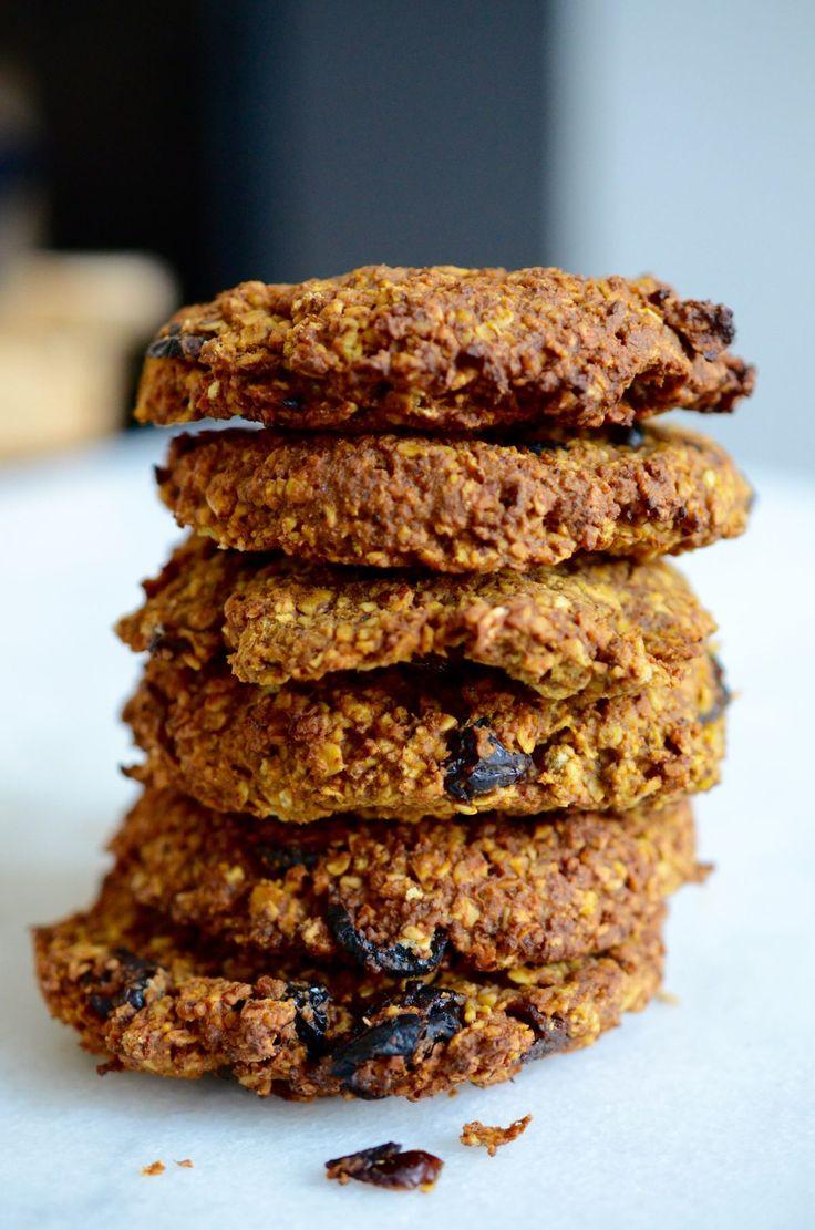 Deze glutenvrije,veganistische, voedzame koekjes zijn vullend en gezond. En ze zijn ook nog makkelijk om mee te nemen! So,in a hurry? Maak ze alvast op een rustig moment in je weekend, dan kun je er tijdens je drukke werkweek elke ochtend een paar meegrissen als je de deur uitrent.Ze zijn deopvolgers van het recept:breakfast cookiesuit… Read More »