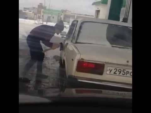 How to unlock a car door without keys - Russian funny car fail