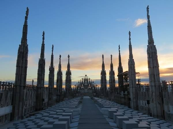 135 sono le guglie del #duomodimilano The spires of #milancathedral are 135