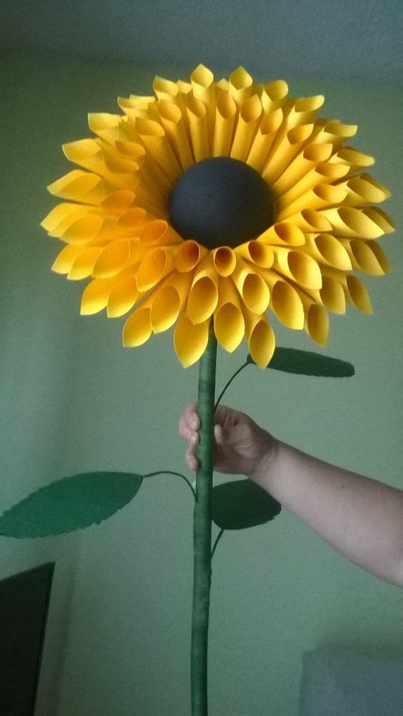 Standing paper sunflowers – Paper Flowers with Stem – Stemmed Paper Flowers – Paper Sunflower Window Display – Giant Paper Sunflower Decor