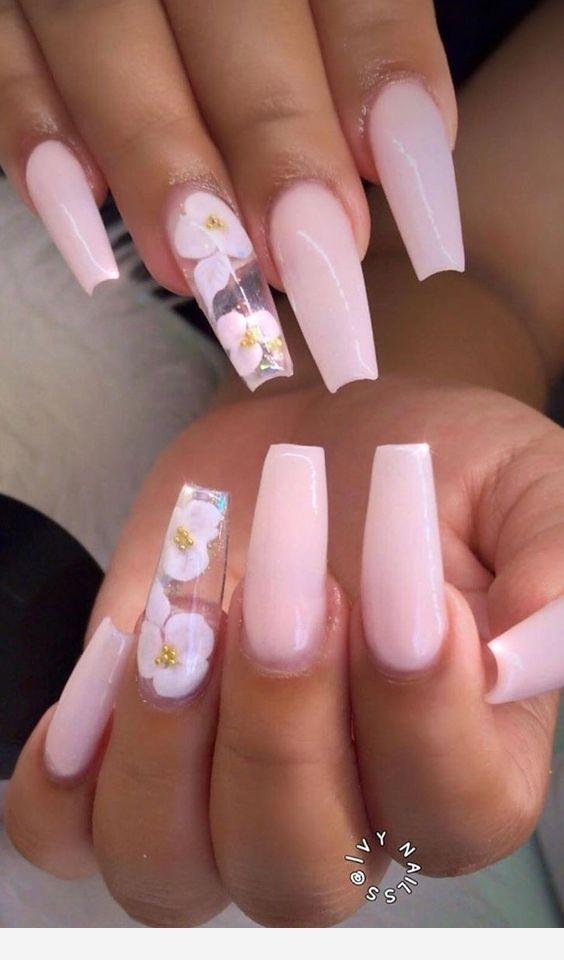 Long nails with flower details