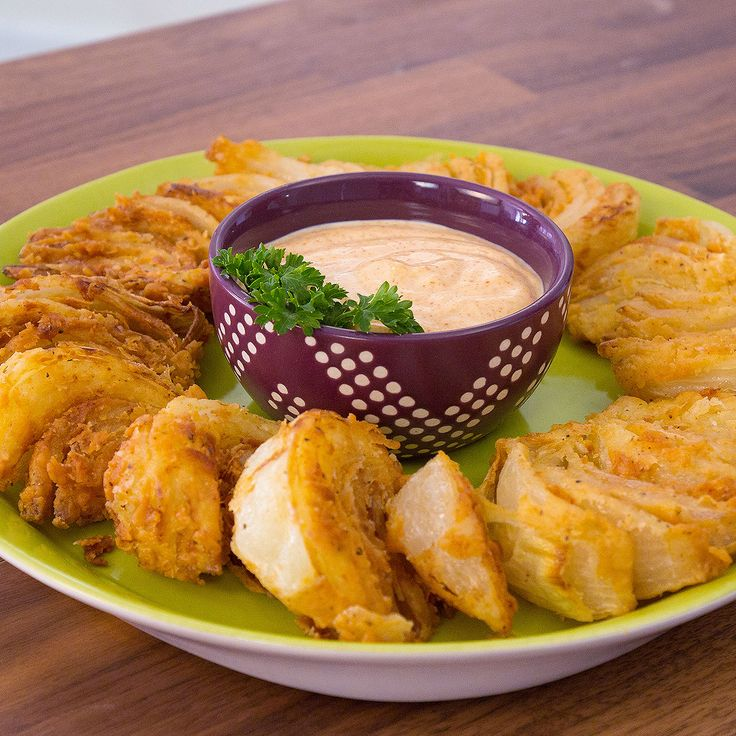 Sure, you could eat an entire Bloomin' Onion. But isn't it so much more adorable to eat Bloomin' Onion Wedges?...
