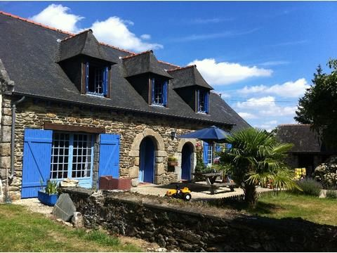 Experience a traditional French home with modern comforts. Perfect for couples or larger families. La Croix is a converted Breton Barn surrounded by beautiful countryside, Cotes D'Armor #Brittany
