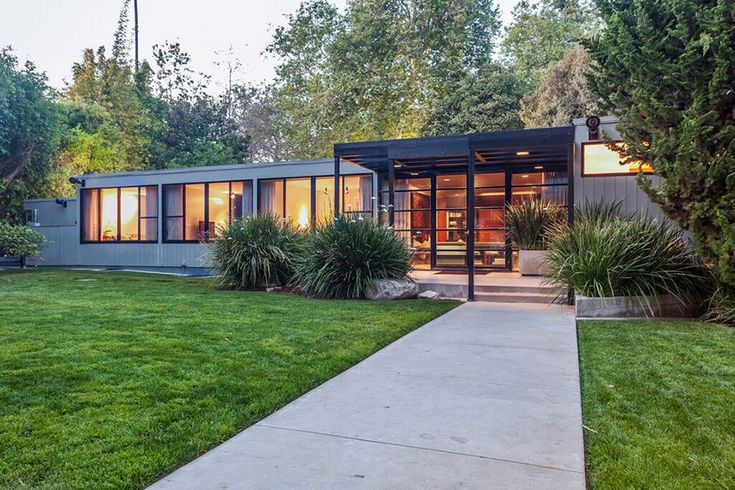 Blockbuster producer Jerry Bruckheimer's sprawling Los Angeles home is on the market. Built in 1965 by noted midcentury architect Thornton Abell, the spacious single-story residence is located above Sunset Boulevard in the exclusive Brentwood neighborhood.