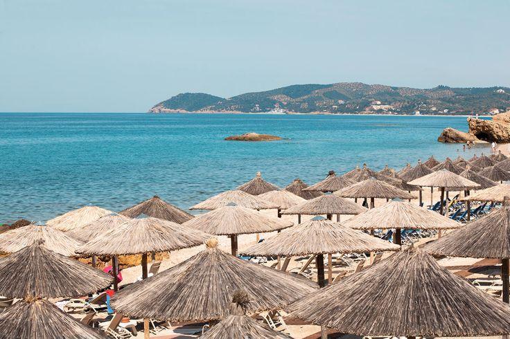 Potos sijaitsee rannalla, joten sinulla ei ole koskaan pitkä matka hotellista rannalle tai rannalta lounaalle. #Thassos #Kreikka #Greece #travel #beach #matka #loma #tjäreborg #letsgo #parhaatviikot
