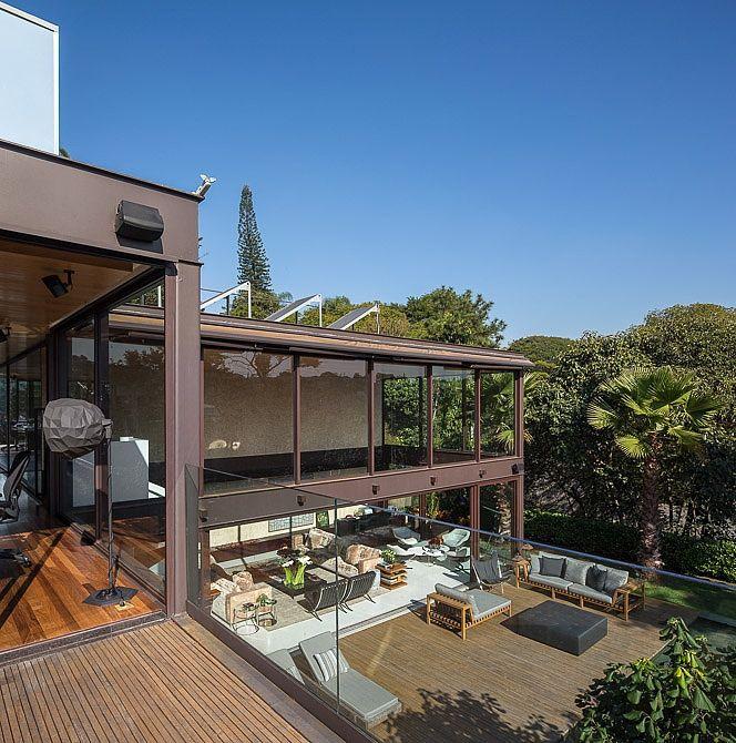 Wohnideen modern hängesessel lichtdurchflutete Räume glasfassade villa Fernanda Marques