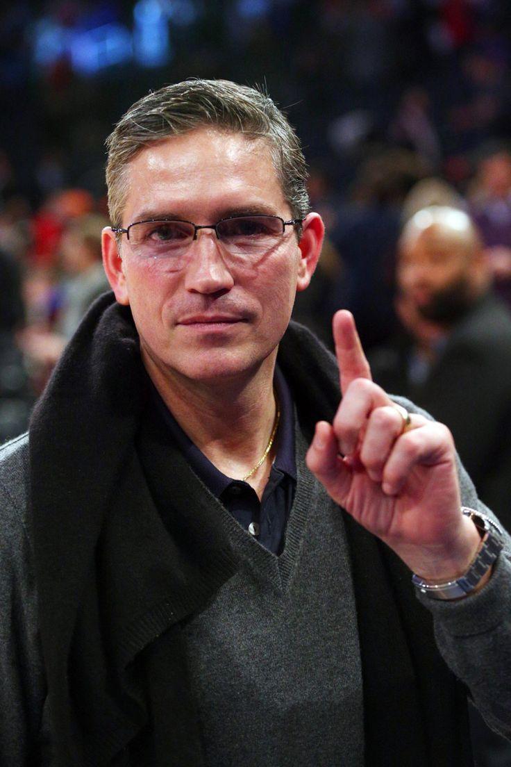 Mamahubsavhcaro :  jimcaviezelfan :  Джим на Нью-Йорк Никс Торонто Рэпторс игры вчера. Источник: Yahoo News  Я уверен, что не будет смотреть игру, если бы он был в аудитории ...... ..  Вы знаете, я никогда не думал, что может быть более великолепна, чем он уже, но эти очки .... очень ... очень ... бесплатный ему ... Эх ....   сексуальные очки Джим Кэвизел боже остановить его не останавливайтесь что лицо эти глаза эти очки что палец yummm великолепный ОПУБЛИКОВАНО 1 МАРТА 2015 - 6:11