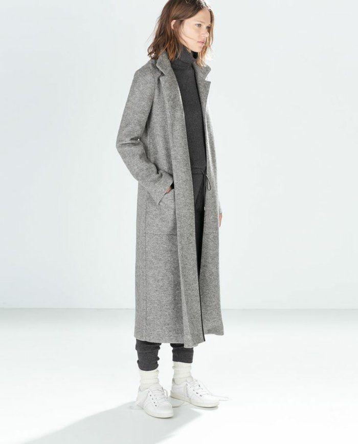 Porter un long manteau noir
